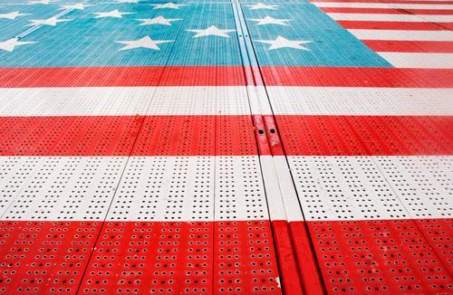 Amerika am Boden Stil Ferien & Urlaub & Reisen Metall blau rot weiß Jahrmarkt Karussell Stars and Stripes Farbfoto Außenaufnahme Tag Muster