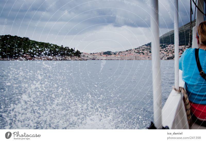 ...wassertaxi nach dubrovnik... Mensch blau schön rot Ferien & Urlaub & Reisen Meer Wolken Wetter Wind Ausflug Abenteuer Geschwindigkeit Tourismus Europa fahren Bucht