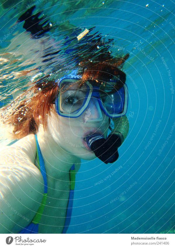 Klare Sicht Mensch Wasser Jugendliche blau Freude Meer feminin Erwachsene Schwimmen & Baden Ferien & Urlaub & Reisen Bikini Unterwasseraufnahme 18-30 Jahre