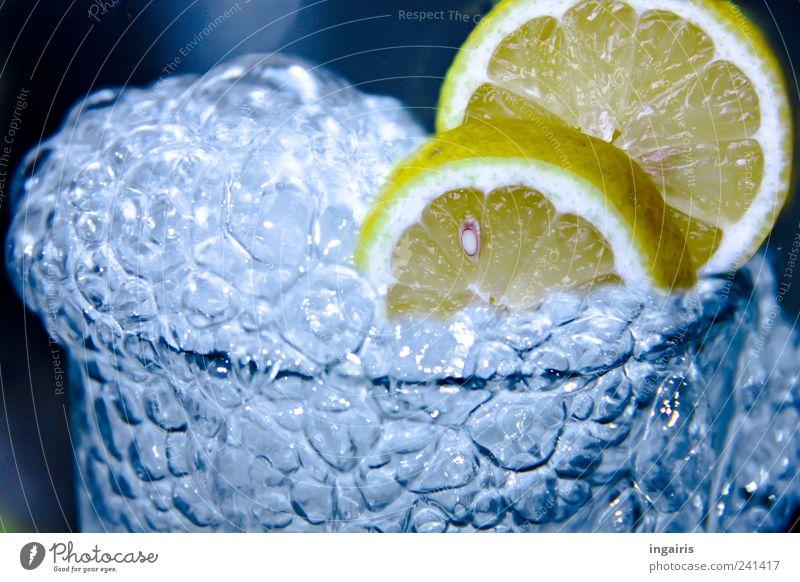 Zitronensprudel Frucht Getränk Erfrischungsgetränk Trinkwasser Limonade Glas Gesundheit Wellness Leben Wasser glänzend trinken Flüssigkeit saftig sauer blau