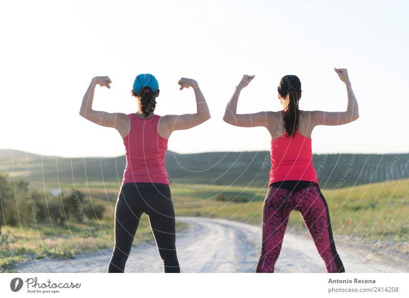 Frauenpower Lifestyle Sport Erwachsene Freundschaft Paar Fitness sportlich Geschwindigkeit stark Selbstständigkeit laufen Läufer Pose Kraft Muskulatur Rücken