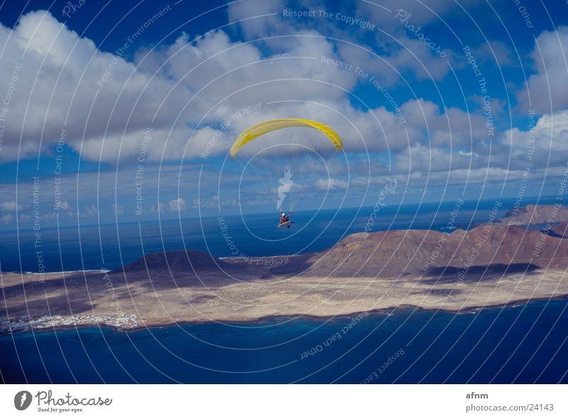 Lanzarote im Anflug Meer Sport Insel Gleitschirm Fallschirm Flugsportarten