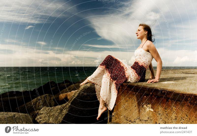 XVII Lifestyle Stil Mensch feminin Junge Frau Jugendliche 18-30 Jahre Erwachsene Umwelt Natur Wasser Himmel Horizont Sommer Schönes Wetter Wind Wellen Küste