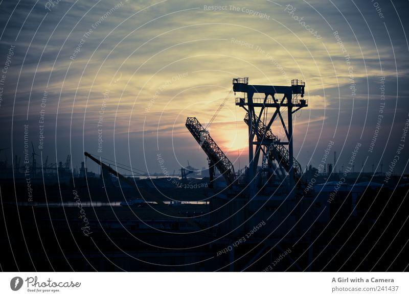 industrial silence Umwelt Wolken dunkel Hafen Hafenkran Hafenstadt Industrieanlage Industriegelände industriell Rotterdamer Hafen Umweltverschmutzung Kran ruhen
