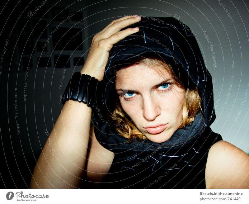 verdammt coole sau (IV) Mensch Jugendliche Leben feminin Kraft blond Erwachsene Coolness dünn Mut Locken lässig Aggression Kapuze selbstbewußt Willensstärke