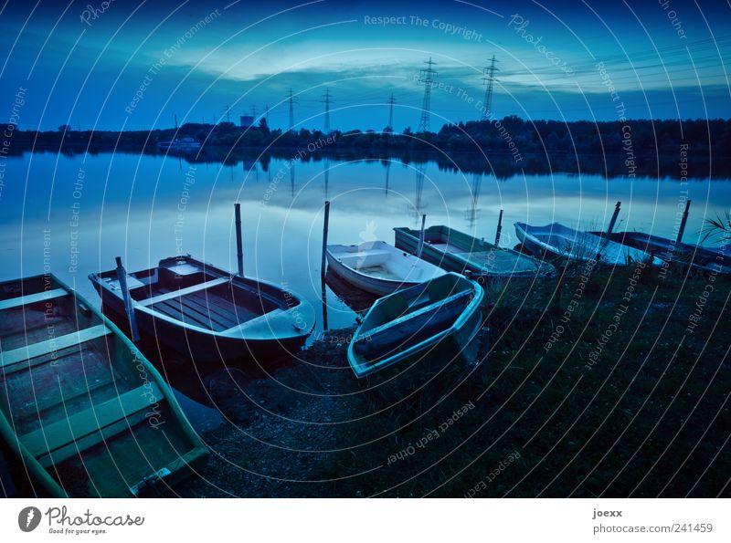 Fisherman's Friend Wasser Himmel grün blau ruhig Farbe See Freizeit & Hobby Idylle Seeufer Schönes Wetter Strommast Angeln Ruderboot