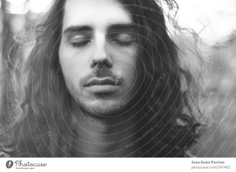 dem gefühl des allgemeinen. Mensch Jugendliche Gesicht Auge Haare & Frisuren Kopf Traurigkeit Erwachsene maskulin authentisch einzigartig außergewöhnlich Locken Sorge langhaarig bescheiden