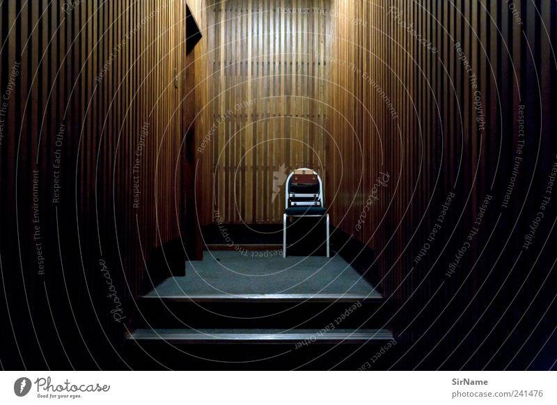 165 [schizophren] Einsamkeit Ferne dunkel Innenarchitektur Büro Raum Angst verrückt bedrohlich Schulgebäude Stuhl geheimnisvoll gruselig Platzangst Kasten