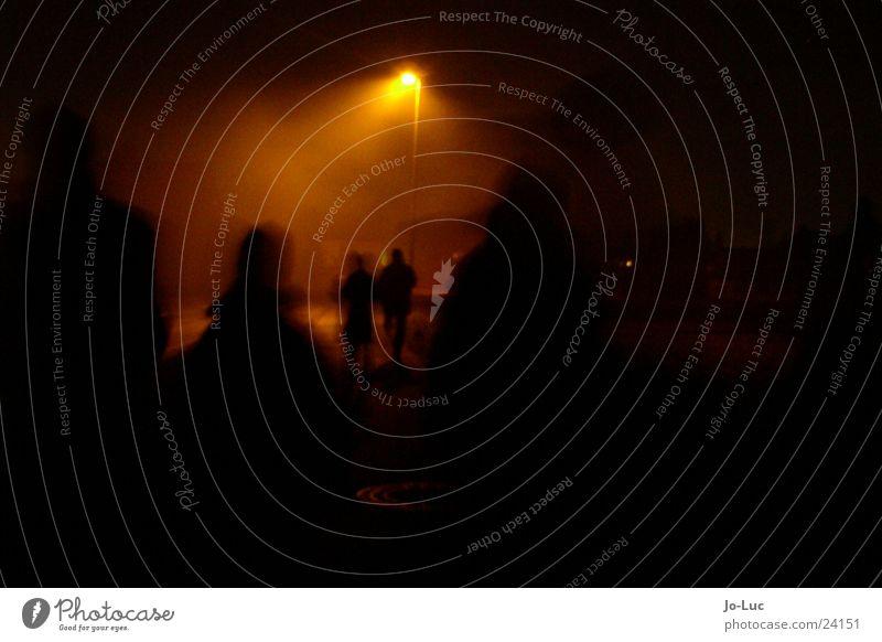 walking home Silvester u. Neujahr Laterne Nacht dunkel Unschärfe Freundschaft Menschengruppe Lichterscheinung laufen
