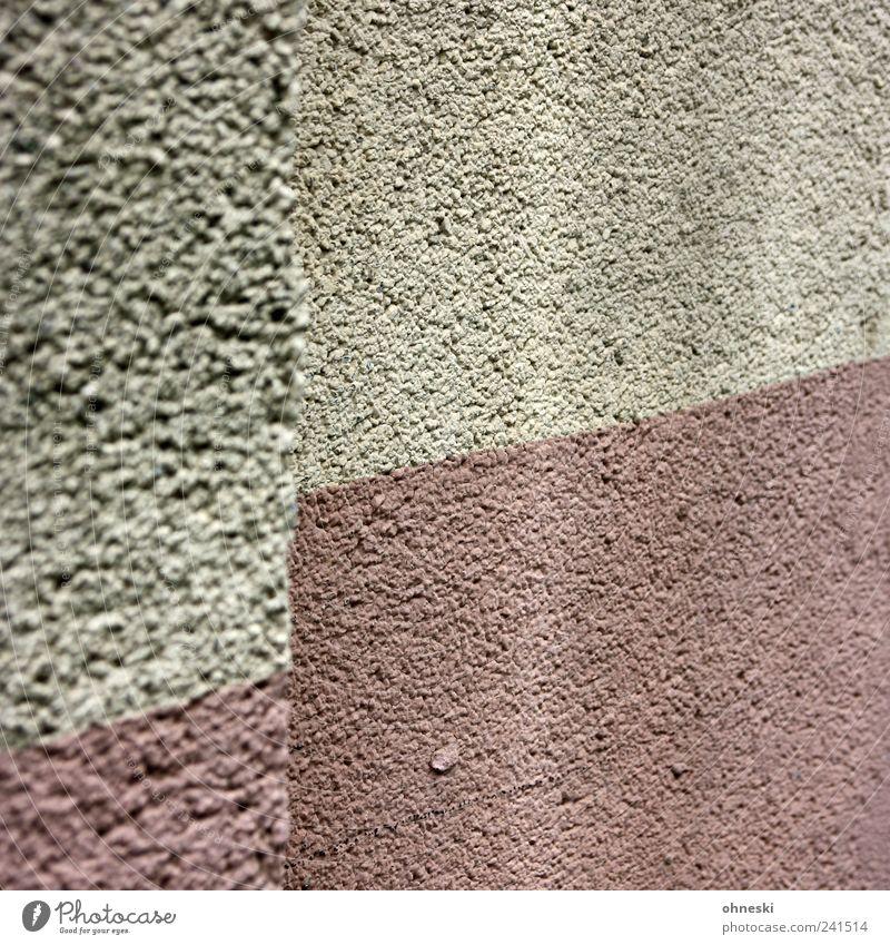 Mut zur Hässlichkeit Haus Bauwerk Gebäude Mauer Wand Fassade Putz Linie trist dreckig Traurigkeit hässlich Farbfoto Gedeckte Farben Außenaufnahme abstrakt