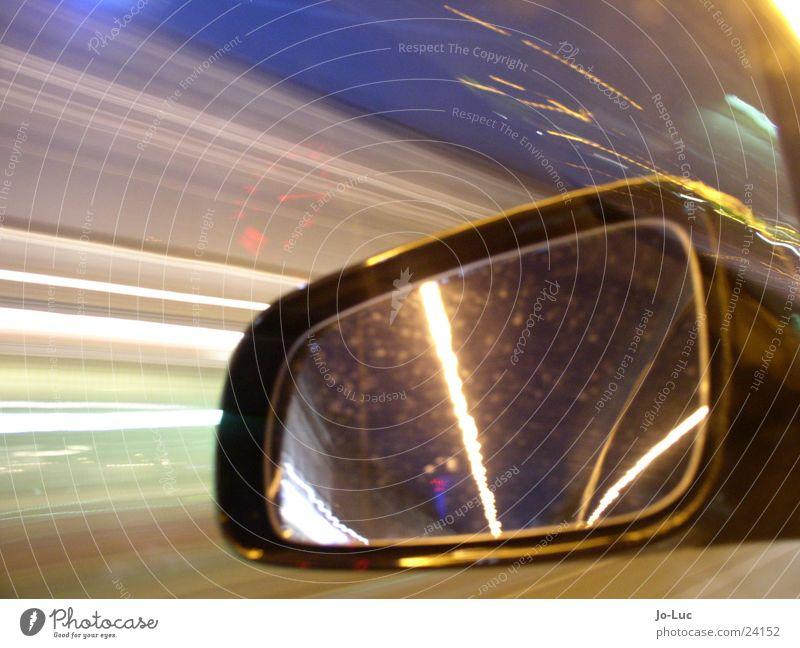 in the flow Nacht Langzeitbelichtung Autobahn fahren Geschwindigkeit Fahrzeug Spiegel Licht Verkehr Straße PKW