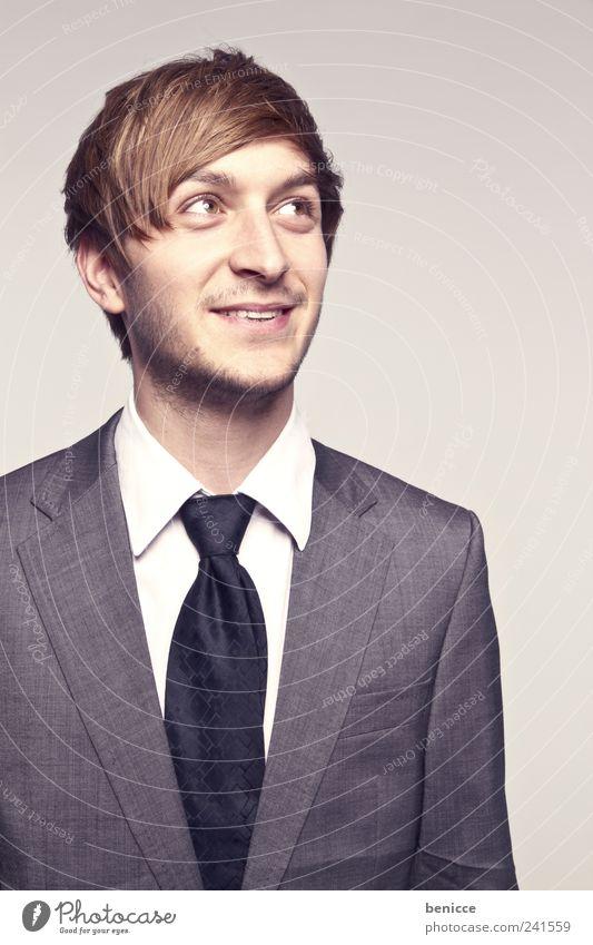 shyguy Mensch Mann Freude lachen Erfolg Anzug Geschäftsleute grinsen Lächeln Krawatte Schüchternheit seriös Sprechblase Isoliert (Position) seitwärts zur Seite