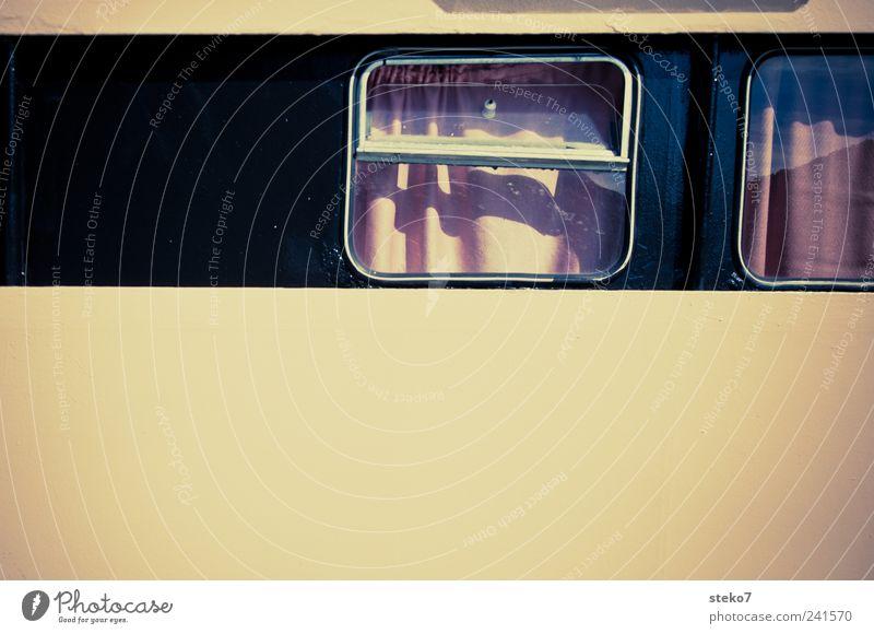 Haus der Tigerente gelb Fenster braun geschlossen Gardine Fähre verdeckt Passagierschiff Retro-Farben