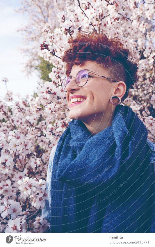 Schöne rothaarige Frau gegen einen blühenden Mandelbaum. Lifestyle Stil Freude schön Haare & Frisuren Wellness Wohlgefühl Mensch feminin Junge Frau Jugendliche