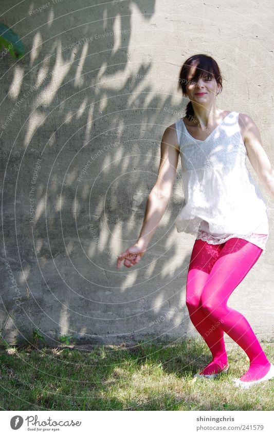 win! Mensch Natur Jugendliche Freude Sommer Leben feminin springen Bewegung Erwachsene Gesundheit Kraft rosa Mode Wunsch dünn
