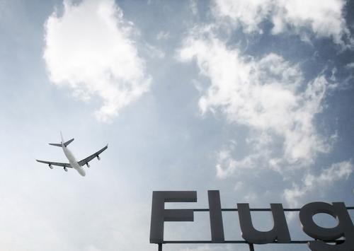 Guten... Himmel Wolken Verkehr Verkehrsmittel Personenverkehr Luftverkehr Flugzeug Passagierflugzeug Flughafen Flugplatz Flugzeuglandung Flugzeugstart