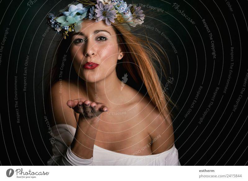Frau Mensch Jugendliche Junge Frau schön Freude Erwachsene Lifestyle Leben Liebe Gefühle feminin Stil Glück elegant blond