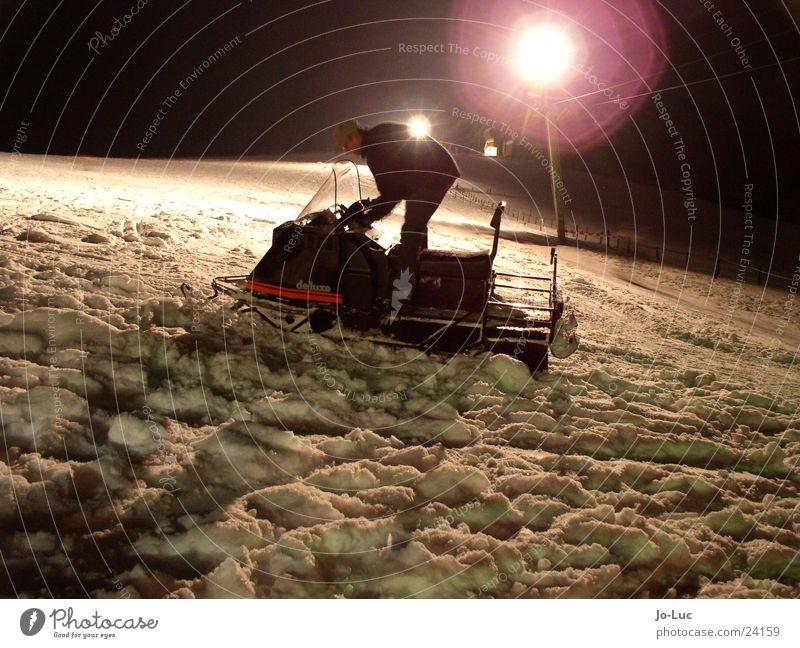letzte Runde Schnee Berge u. Gebirge Verkehr Skipiste Wintersport