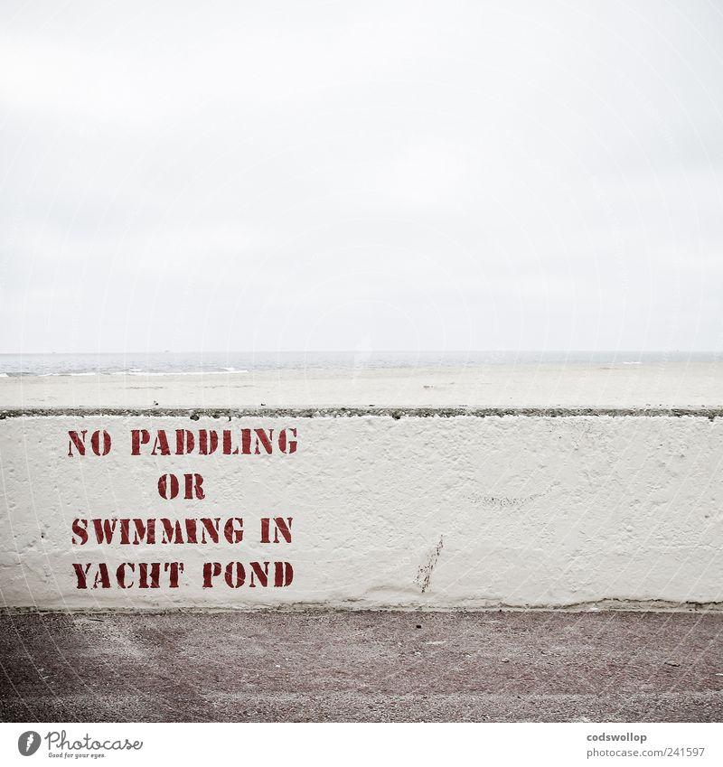 grey summer day Mauer Wand Schriftzeichen Schilder & Markierungen Hinweisschild Warnschild Verbote Typographie Englisch Nordseeküste England Strand Horizont