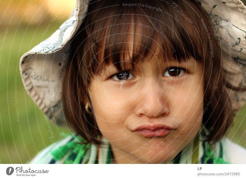 Ich bin mürrisch. Kindererziehung Bildung Kindergarten Schule Mensch Mädchen Eltern Erwachsene Geschwister Schwester Großeltern Senior Familie & Verwandtschaft