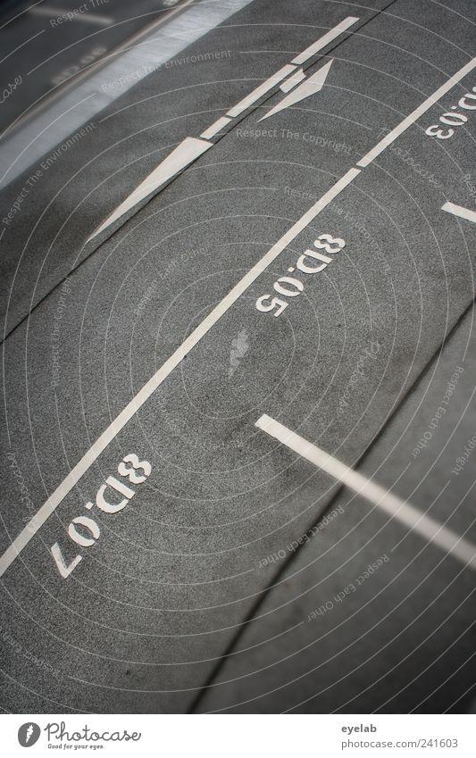 (700) Ein Kreisverkehr ist noch lange keine Sackgasse weiß Straße grau Wege & Pfade Linie Schilder & Markierungen Ordnung Beton Platz Verkehr Schriftzeichen