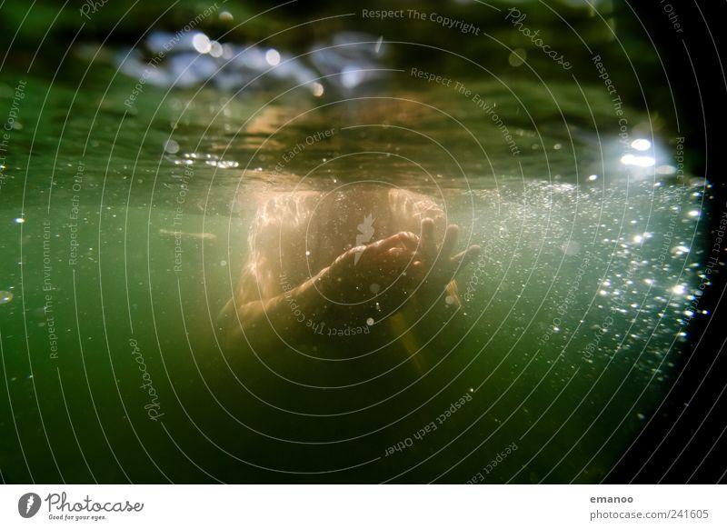 in der grünen Stromschnelle Mensch Frau Natur Wasser grün Ferien & Urlaub & Reisen Sommer Meer Strand Freude Erwachsene Freiheit Küste Luft Wellen Freizeit & Hobby