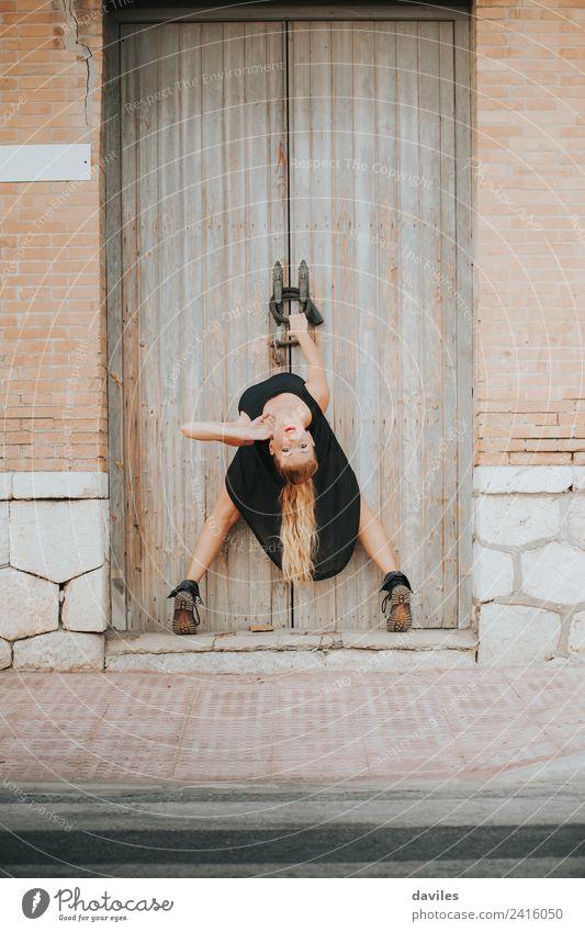 Frau tanzt auf der Straße elegant Stil schön Entertainment Tanzen Fitness Sport-Training Mensch Junge Frau Jugendliche Erwachsene 1 18-30 Jahre Kunst Tänzer