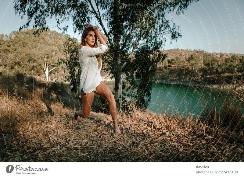 Frau Mensch Natur Jugendliche Sommer Sonne weiß Wald Berge u. Gebirge 18-30 Jahre Erwachsene Lifestyle natürlich Freiheit See blond