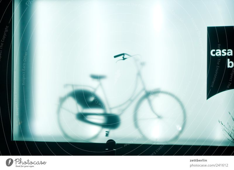 casa b Fahrrad Sehnsucht Heimweh Fernweh Einsamkeit wallroth Schaufenster Fahrradverleih Ladengeschäft schaufensterbummel Farbfoto Gedeckte Farben Außenaufnahme