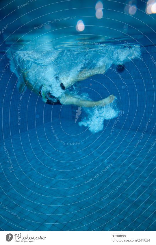 soft impact Mensch Mann blau Wasser Freude Erwachsene Leben kalt Sport Bewegung springen Stil Luft Freizeit & Hobby nass Schwimmen & Baden