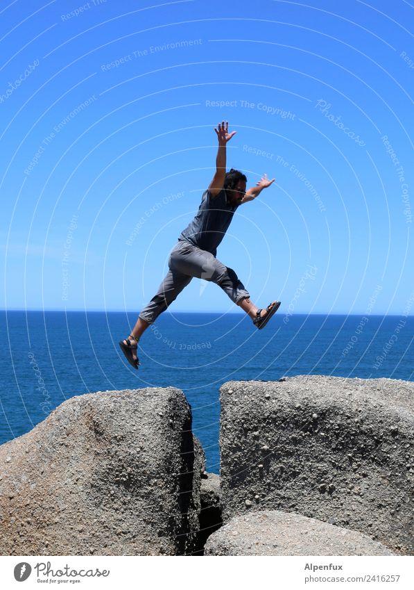 Springer von F4 auf D5 ! Mensch maskulin Mann Erwachsene Leben 1 45-60 Jahre Fitness Sport springen Tanzen sportlich elegant Freude Glück Fröhlichkeit