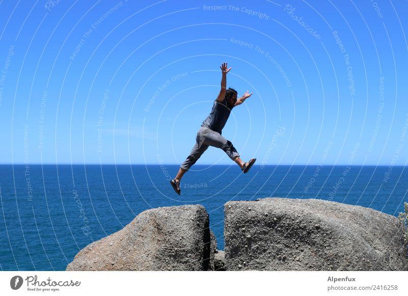 stein | bock | ig Mensch maskulin Mann Erwachsene 1 30-45 Jahre Felsen Meer Indischer Ozean fliegen springen hoch sportlich Freude Lebensfreude Erfolg Mut