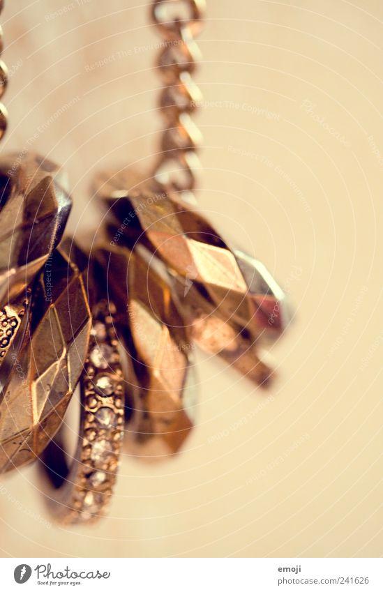 Schmuck II Accessoire Ring gold Kette Halskette teuer glänzend Stein Farbfoto Innenaufnahme Studioaufnahme Nahaufnahme Detailaufnahme Makroaufnahme