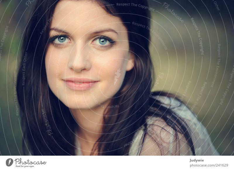 douce Stil schön Haare & Frisuren Gesicht Mensch feminin Junge Frau Jugendliche Erwachsene 18-30 Jahre Natur schwarzhaarig langhaarig Blick ästhetisch dünn
