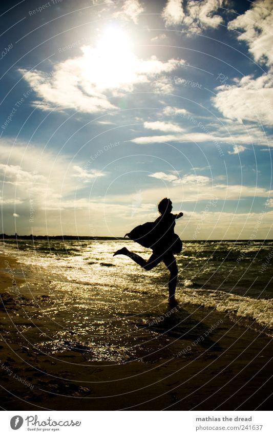 XVIII Mensch Himmel Natur Jugendliche Wasser Freude Sommer Strand Wolken feminin Umwelt Landschaft springen Stil Küste Wellen