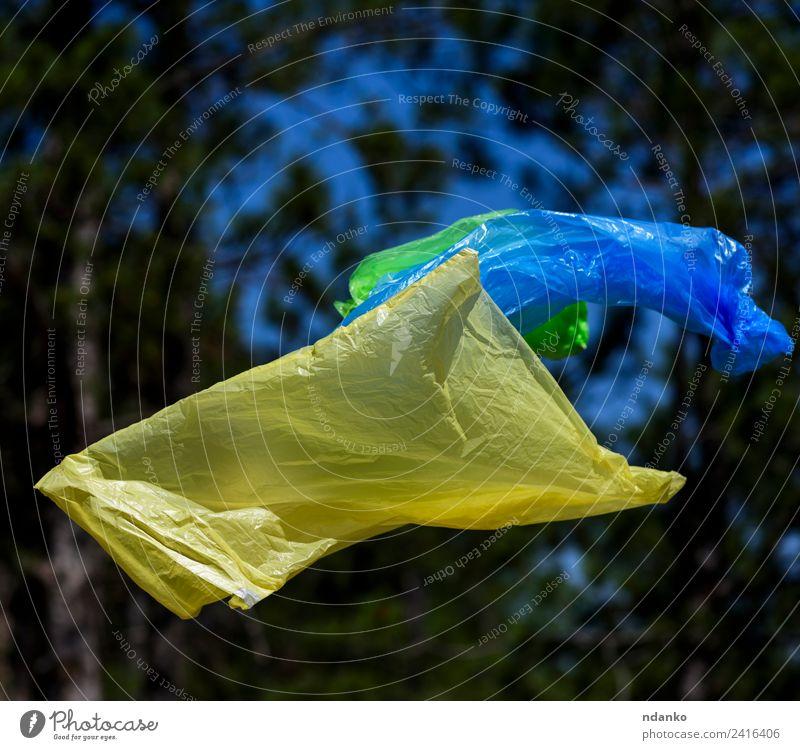 Polyethylenbeutel für Mülltonnen Umwelt Natur Landschaft Pflanze Baum Gras Park Wald Sack Kunststoff fliegen natürlich blau gelb grün Farbe Umweltverschmutzung