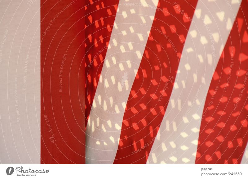 rotweiss Linie Streifen weiß Stoff Stoffmuster Muster Strukturen & Formen Lichtpunkt Farbfoto Außenaufnahme Tag Schatten Neigung