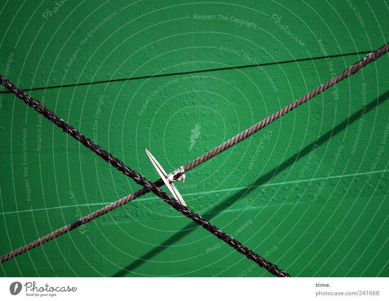 Bordwand grün Kreuz Seil Tau Naht Schatten Sonnenlicht aufwärts Metall Wasserfahrzeug