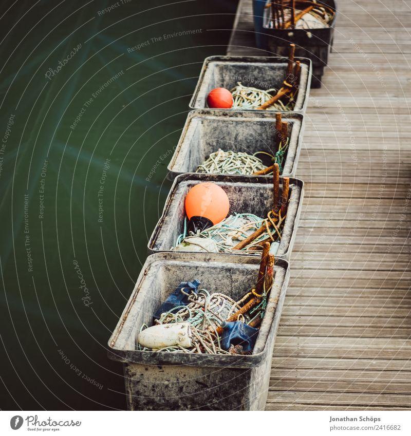 Details am Hafen Stadt Meer Seil Güterverkehr & Logistik Schifffahrt Steg Anlegestelle Kiste Lager England Hafenstadt trüb Behälter u. Gefäße Bootsfahrt Eimer
