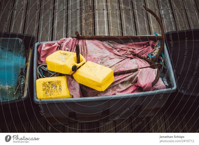 Details am Hafen Meer Güterverkehr & Logistik Seil Stadt Hafenstadt Schifffahrt Bootsfahrt gelb Brighton England Steg Anlegestelle trüb Behälter u. Gefäße Lager