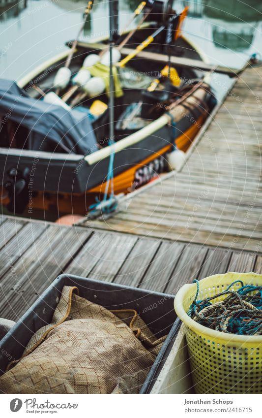 Details am Hafen Stadt Meer Wasserfahrzeug Seil Güterverkehr & Logistik Schifffahrt Steg Anlegestelle Kiste Lager England Hafenstadt trüb Behälter u. Gefäße