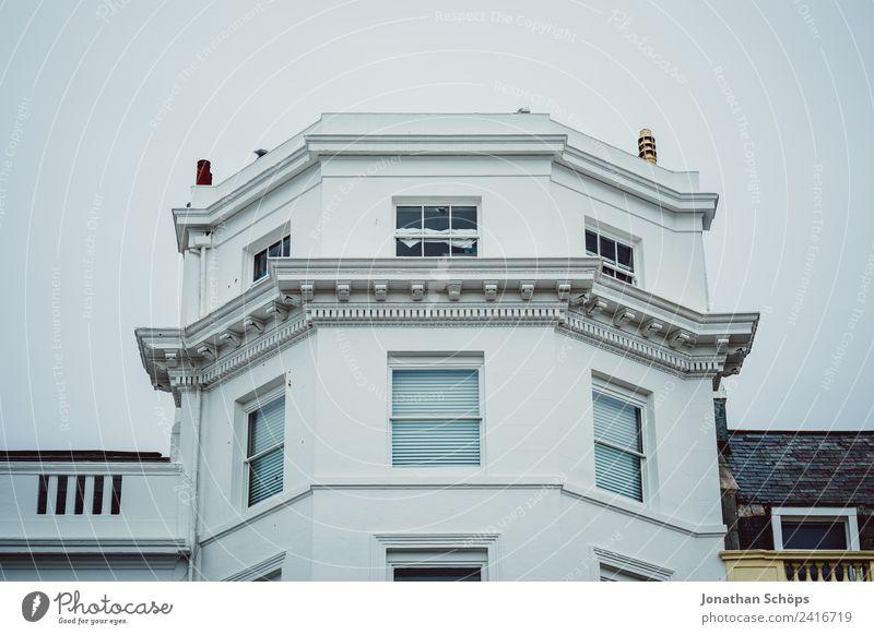 weiße Fassade in England Haus Fenster Architektur Gebäude hell ästhetisch Bauwerk Altstadt Stadtzentrum Englisch Großbritannien Miete edel