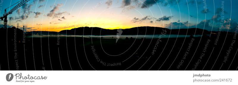 Nebel im Tal Kran Umwelt Landschaft Himmel Wolken Sonnenaufgang Sonnenuntergang Sonnenlicht Herbst Wetter Schönes Wetter Baustelle Denken entdecken ästhetisch