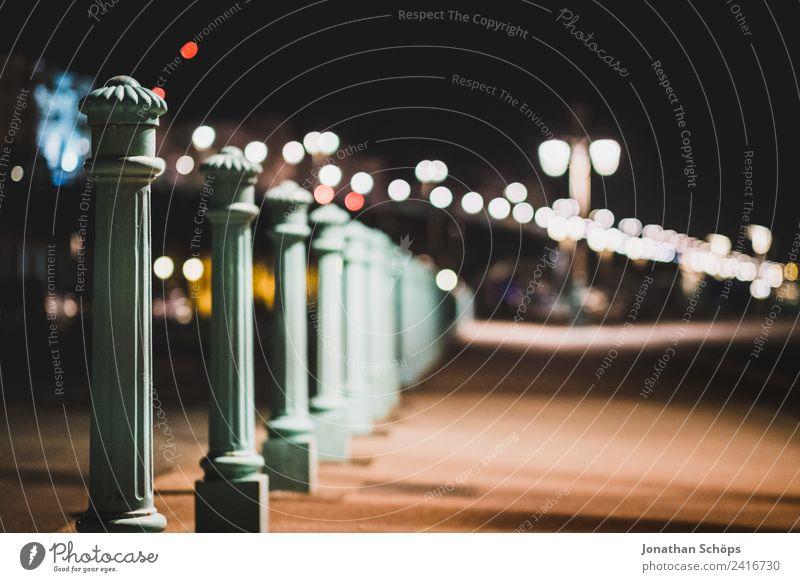 Strandpromenade Poller in Brighton Stadt dunkel Straße Hintergrundbild Wege & Pfade ästhetisch gefährlich Fußweg Straßenbeleuchtung Stadtzentrum Pfosten