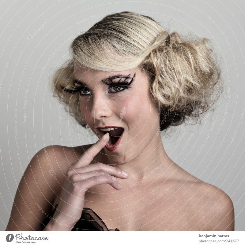 Wollust #8 Mensch feminin Junge Frau Jugendliche 1 18-30 Jahre Erwachsene blond langhaarig Locken Korsage Wimpern falsche Wimpern Erotik schön Begierde Lust