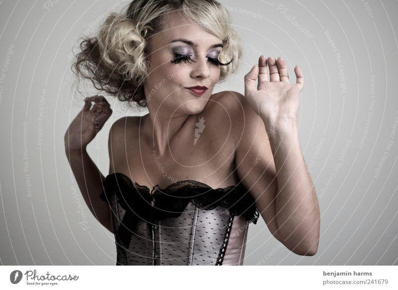 Wollust #6 Mensch feminin Junge Frau Jugendliche 1 18-30 Jahre Erwachsene Korsage Wimpern falsche Wimpern Erotik schön Begierde Lust Todsünde Farbfoto