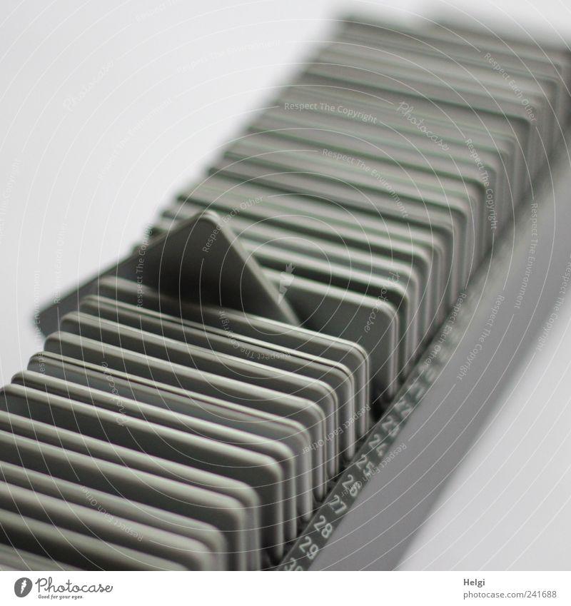 Magazin mit alten Dias, eins ragt hervor Sammlung Fotografie Kunststoff Ziffern & Zahlen authentisch außergewöhnlich eckig einfach einzigartig retro grau weiß
