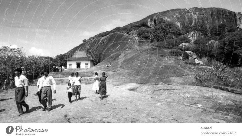 Dambulla - Sri Lanka Gal Vihara Los Angeles Buddha Mensch Schwarzweißfoto