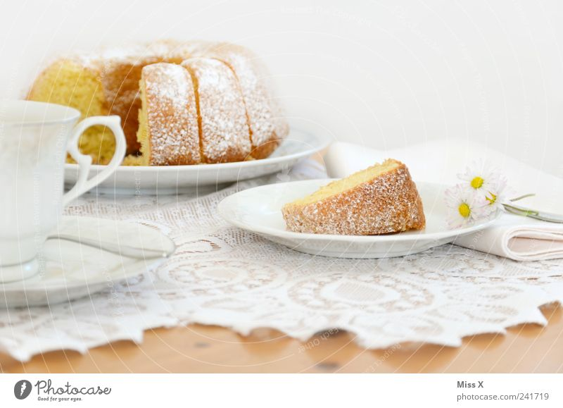 Sonntagskuchen vorab Lebensmittel Teigwaren Backwaren Kuchen Dessert Ernährung Frühstück Kaffeetrinken Geschirr Teller Tasse Tisch lecker saftig süß weiß