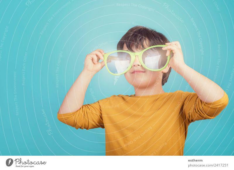 Kind Mensch Ferien & Urlaub & Reisen Sommer Sonne Freude Strand Lifestyle Gefühle Junge Tourismus Ausflug maskulin Kindheit Lächeln Fröhlichkeit